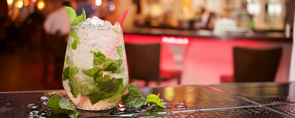 3 receitas de drinks que não podem faltar na sua festa!